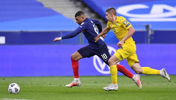 Миколенко: «Очень тяжело было обороняться против Франции»