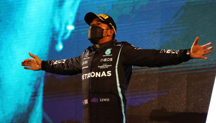 Хэмилтон выиграл квалификацию Гран-при Испании. Это 100-й поул британца в карьере