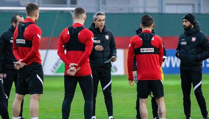 Четыре игрока сборной Польши заразились коронавирусом перед игрой с Англией