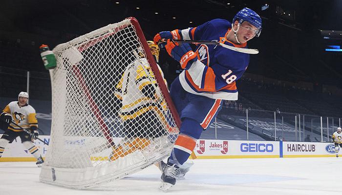 НХЛ: Айлендерс победили Питтсбург, Чикаго разгромил Детройт, успех Бостона и Нэшвилла