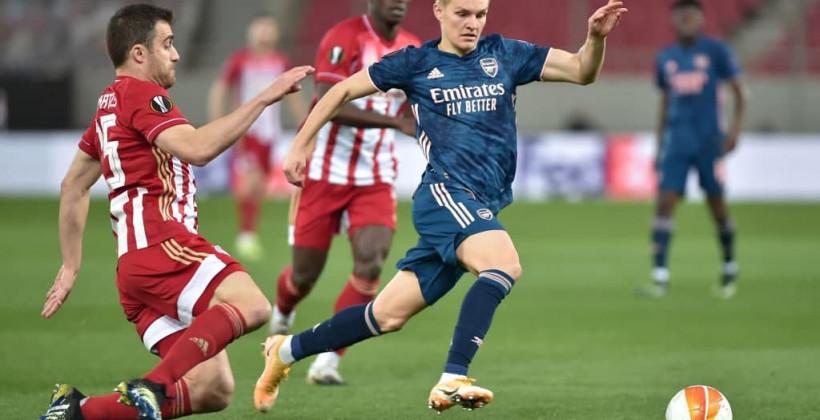 Арсенал уверенно выиграл у Олимпиакоса в первом матче 1/8 финала Лиги Европы