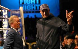 Уоррен не верит, что бой Фьюри и Джошуа состоится в июле