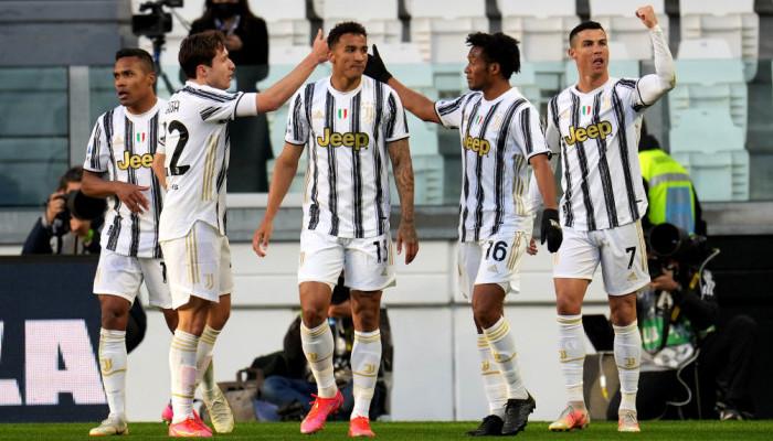 Ювентус на своем поле победил Наполи и поднялся на третье место в Серии А