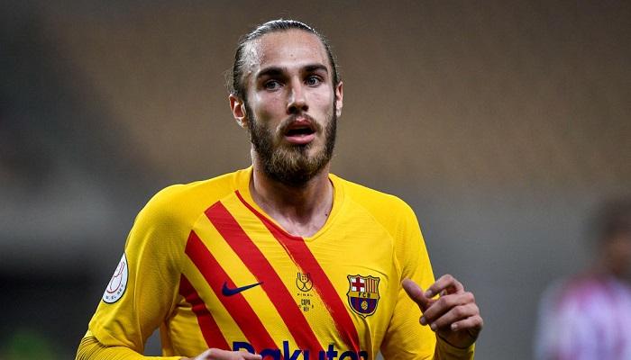 Барселона продлила контракт с защитником Мингезой
