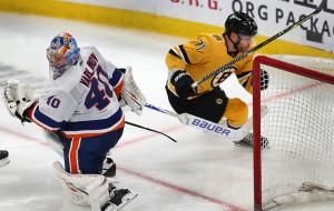 НХЛ. Бостон обыграл Айлендерс, пятая подряд победа Вегаса