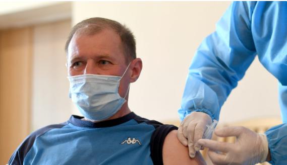 Карпати вакцинували від коронавірусу більше 50 своїх представників