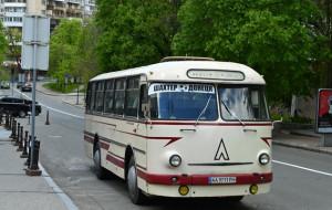 Шахтер приехал на матч против Ингульца на ретроавтобусе 1973 года