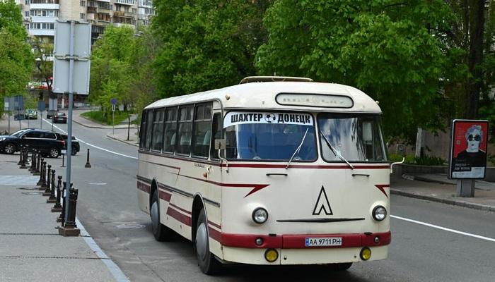 Шахтар приїхав на матч проти Інгульця на ретроавтобусі 1973 року