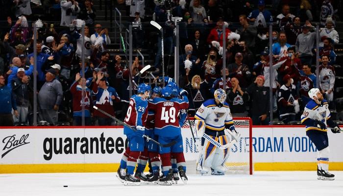 НХЛ. Бостон сравнял счет в серии с Вашингтоном, Колорадо обыграл Сент-Луис