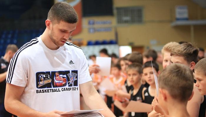 Михайлюк вернулся в Черкассы и провел тренировочный лагерь для детей