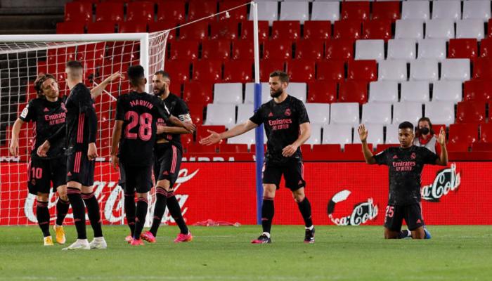 Реал разгромил Гранаду и продолжает погоню за Атлетико