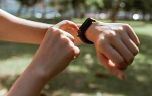 3 фитнес-трекера с суперавтономностью для занятий спортом