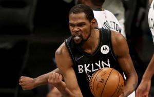 Трехочковый бросок Дюранта, который перевел матч с Милуоки в овертайм — момент дня в НБА (видео)