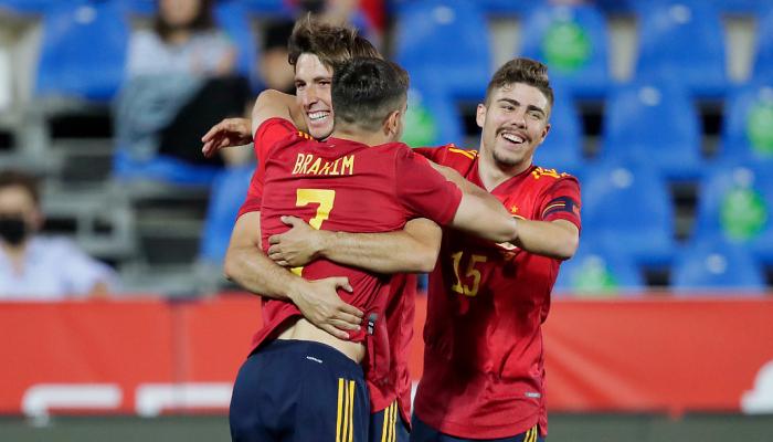 Со сборной Испании будут тренироваться 11 игроков молодежки