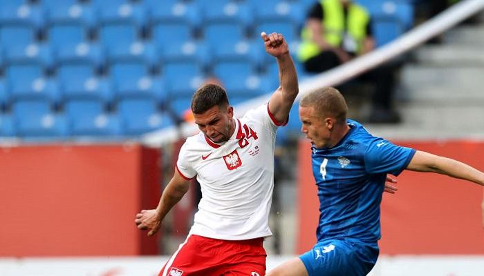 Польша с Кенджерой сыграла в результативную ничью с Исландией