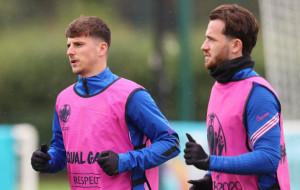 Маунт і Чілуелл ізольовані від решти гравців збірної Англії після контактів з Гілмором