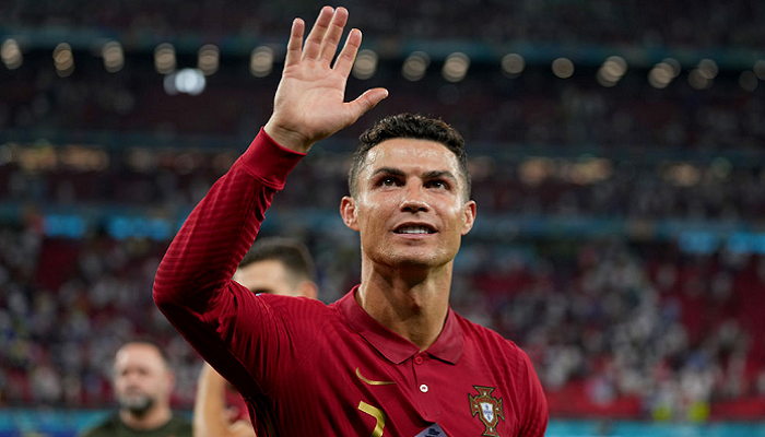 Иранец Даеи поздравил Роналду после повторения его рекорда по голам за сборную