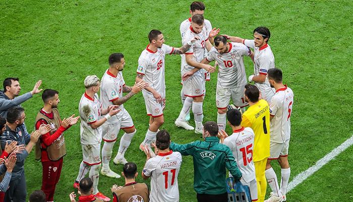 Пандєва проводили на заміну коридором пошани після його останньої гри за Північну Македонію