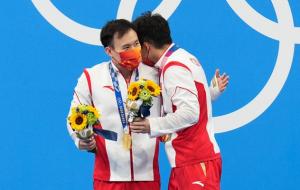 Китай виграв золоті медалі в синхронних стрибках у воду з трампліна