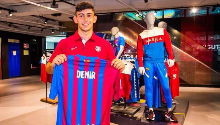 Барселона арендовала полузащитника Рапида Демира