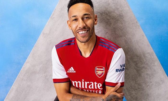Арсенал презентовал новую домашнюю форму