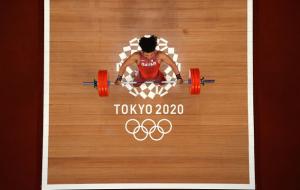 Катарец Фарис Ибрахим выиграл золото Олимпиады в тяжелой атлетике в весе до 96 кг