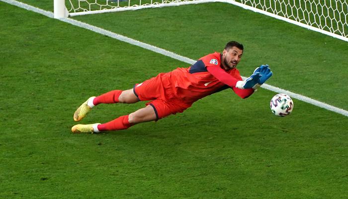 Бущан признан «Львом матча» с Англией