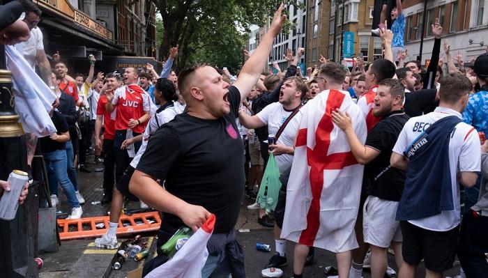 УЄФА почав розслідування поведінки англійських фанатів під час фіналу Євро-2020
