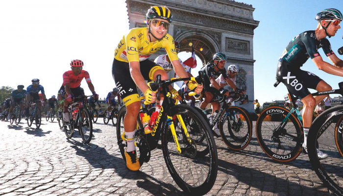 Словенець Погачар виграв Тур де Франс вдруге поспіль