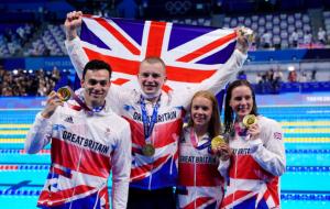 Великобритания выиграла смешанную эстафету по плаванию на Олимпиаде, личное золото добыли Дрессел, Ледеки и Маккиоун