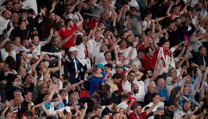 Англия оштрафована за поведение болельщиков в матче с Данией