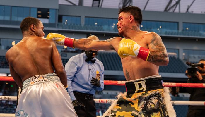 Діас переміг Фортуну в бою за тимчасовий титул WBC у легкій вазі