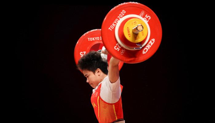 Хоу Чжихуей з олімпійським рекордом виграла золото у важкій атлетиці