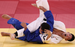 Японец Оно выиграл золото по дзюдо в категории до 73 кг