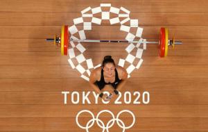 Канадская тяжелоатлетка Шаррон — Олимпийская чемпионка в категории до 64 кг