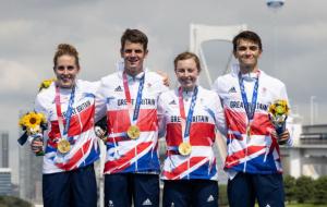Великобритания выиграла первую в истории Олимпийских игр смешанную эстафету в триатлоне