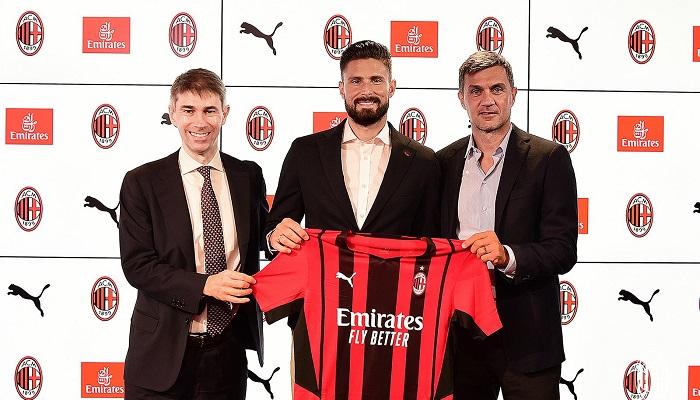 Милан объявил о подписании Жиру