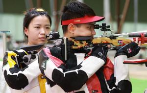 Китай виграв золото Олімпіади в стрільбі з пневматичної гвинтівки в міксті