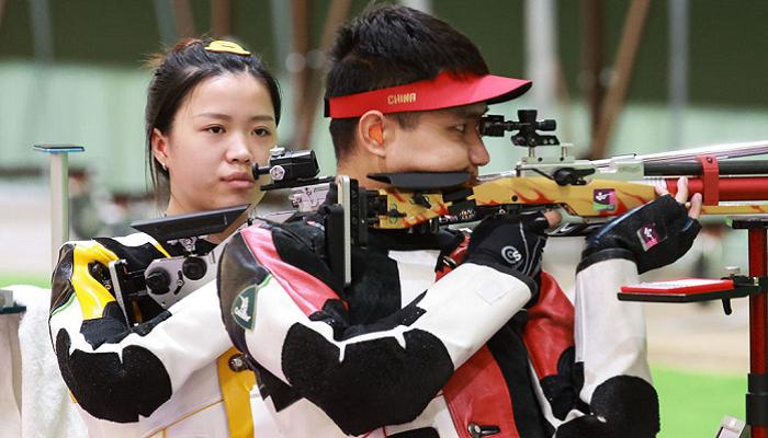 Китай выиграл золото Олимпиады в стрельбе из пневматической винтовки в миксте
