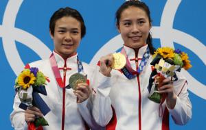 Китай выиграл золото Олимпиады в женских синхронных прыжках в воду с 3 метров