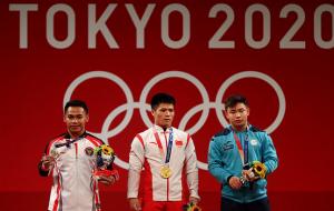 Китаец Ли выиграл золото Олимпиады в тяжелой атлетике до 61 кг