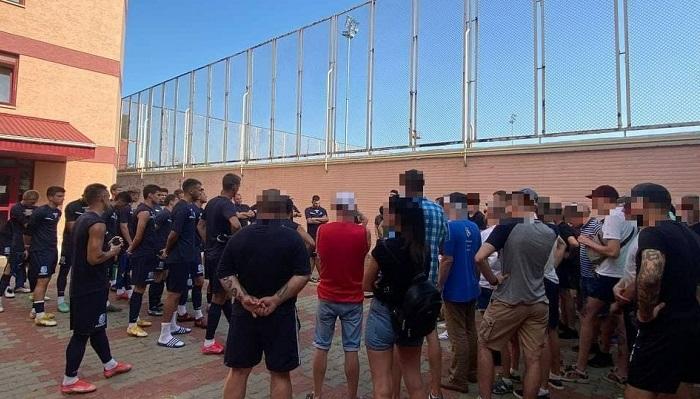 Фанати Чорноморця пригрозили команді зривом домашніх матчів через тісну співпрацю з Динамо