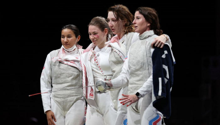 Женская сборная ОКР выиграла золото в командных соревнованиях по фехтованию на рапирах