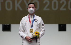 Американец Шэйнер стал чемпионом Олимпиады в стрельбе с пневматической винтовки на 10 метров