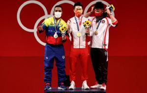 Китаєць Ши Чжиюн зі світовим рекордом виграв золото Олімпіади у важкій атлетиці в категорії до 73 кг