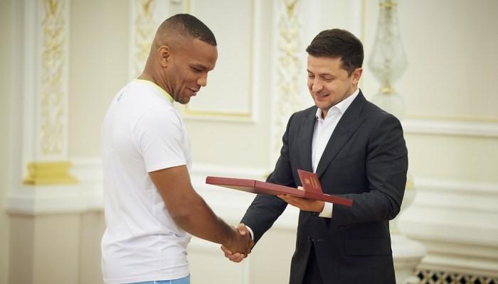 Зеленський: Ми побудуємо інфраструктуру. Україна буде гідно підтримувати своїх великих спортсменів