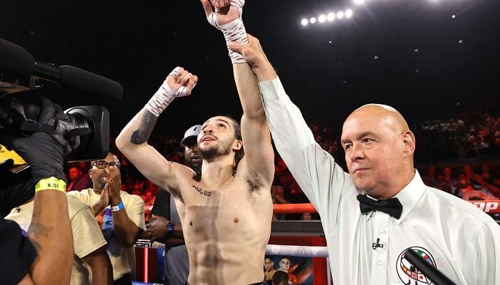 Внук Мухаммеда Али добыл первую победу на профессиональном ринге