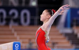 16-річна китаянка Гуань Ченьчень виграла золото Олімпіади у спортивній гімнастиці на колоді