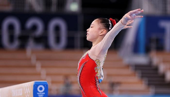 16-летняя китаянка Гуань Чэньчэнь выиграла золото Олимпиады в спортивной гимнастике на бревне