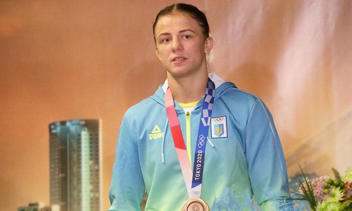 Призерка Олимпиады Коляденко получила еще одну квартиру. Первую она подарила своему тренеру